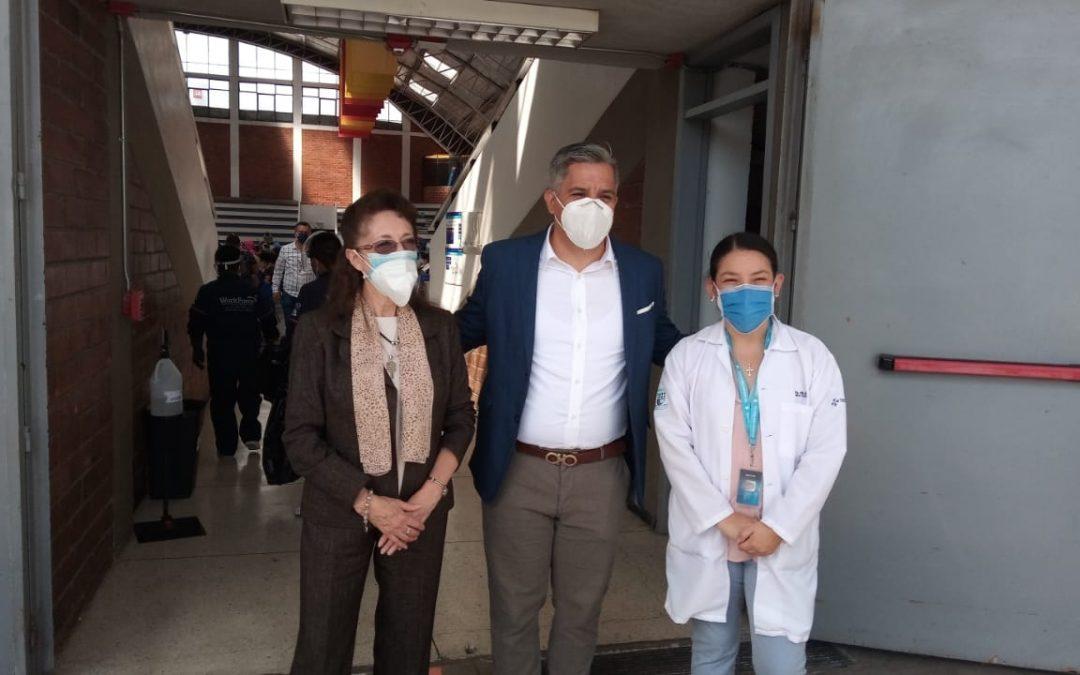 ECUADOR EN VIVO: Ministro Salinas visita la PUCE para observar proceso de vacunación